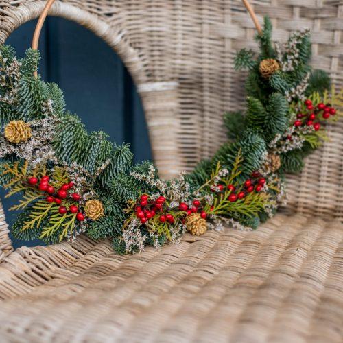 kalėdinis vainikas iš natūralių medžiagų
